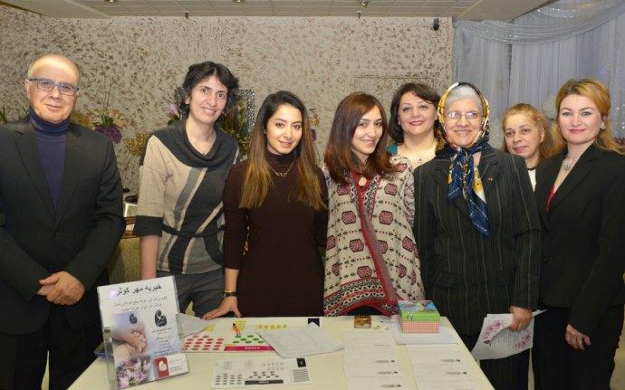 جمعی از داوطلبان در کنار خانم فریال خبیری و همسر ایشان