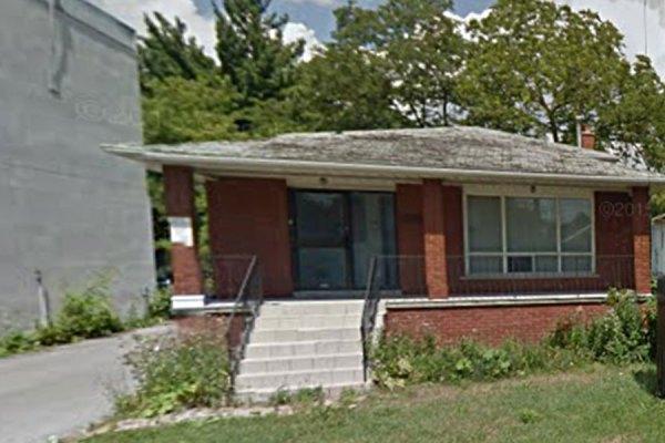 این خانه بنگلو در خیابان شپرد متعلق به جمهوری اسلامی ایران بوده که به حکم   دادگاه انتاریو باید به خانواده قربانیان آمریکایی تروریسم حمایت شده از سوی جمهوری اسلامی منتقل شود