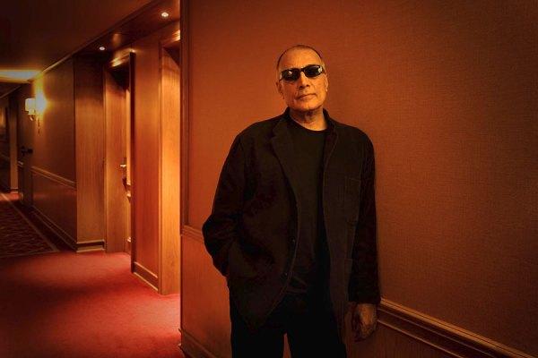 عکس وی برگرفته شده از وب سایتی است که او را جزو بیست فیلم ساز مطرح جهان معرفی کرده است.
