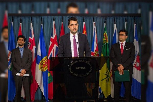 چهارشنبه 14 سپتامبر 2016 ، پارلمان کانادا،  اتاوا ـ بیژن احمدی رئیس هیئت مدیره کنگره ایرانیان کانادا در کنفرانس خبری در پرس گالری پارلمان کانادا: چهار سال قطع روابط دیپلماتیک بین کانادا و ایران، تاثیرات منفی شدیدی بر کامیونیتی 300 هزار نفره ایرانی تباران  کانادا داشته است. در عکس بالا مجید جوهری نماینده ریچموندهیل در پارلمان کانادا (راست) و پویان طبسی نژاد مسئول کمیته سیاستگذاری کنگره ایرانیان کانادا (چپ) دیده می شوند.
