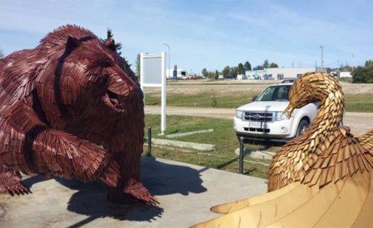 وزن قو 317 کیلو، آشیانه اش 159 کیلو و وزن خرس 498 کیلو می باشد.