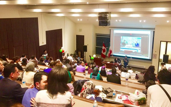 جمعه ۱۹ می ۲۰۱۷، دانشگاه تورنتو ـ گروهی از اعضای کامیونیتی ایرانی ـ  کانادایی  برای دنبال کردن نتایج انتخابات ایران و همچنین حمایت از برقراری روابط  دیپلماتیک بین ایران و کانادا دور هم جمع شدند و با امضا طوماری که همچنین  در ونکوور، مونترال و واترلو نیز پخش شده بود، خواستار گشایش روابط شدند.