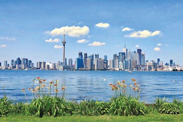کسانی که در ماه اپریل در تورنتو ملکی خریده بودند تحت تاثیر این افت قیمت در ماه جولای قرار گرفتند.