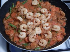 Junte o camarão já frito