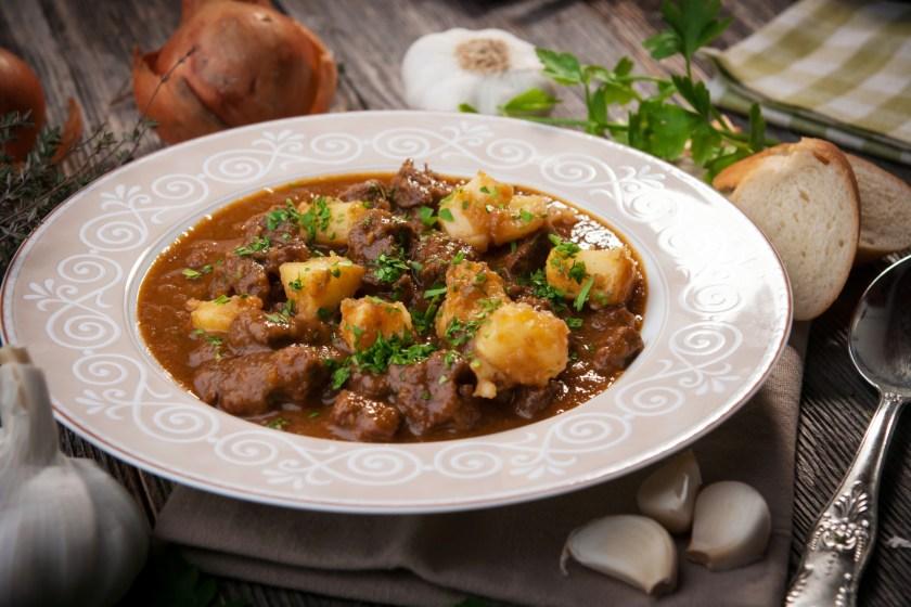 Goulash: prato típico Húngaro que leva PÁPRICA