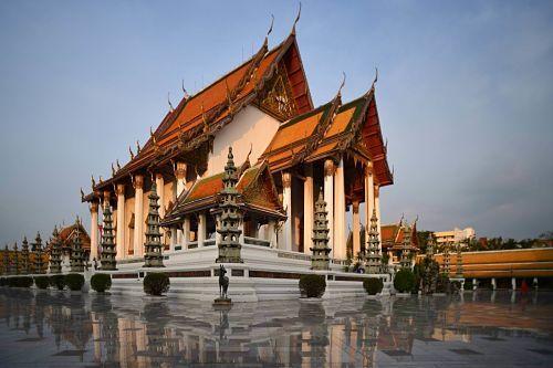 Wat-Suthat