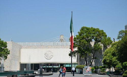 Entrada_al_Museo_Nacional_de_Antropología_de_México-visita-virtual