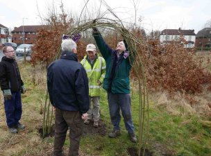 constructing-willow-arch-1