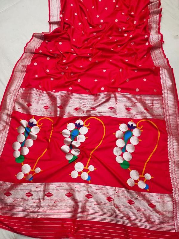 Nath Pallu Traditional Paithani Saree - Red
