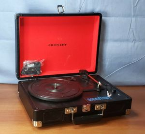 Crosley Cruiser Deluxe Portable Bluetooth Turntable Built-In Speakers CR8005D-BK