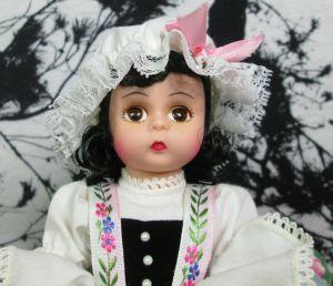 """Madame Alexander 8"""" Little Miss Muffet 13500 Doll w/ Stand Original Box Tuffet"""