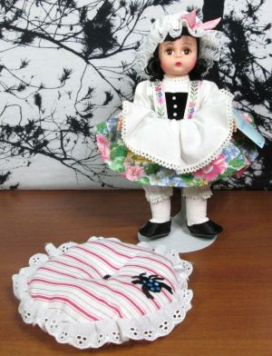 "Madame Alexander 8"" Little Miss Muffet 13500 Doll w/ Stand Original Box Tuffet"