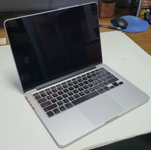 """MacBook Pro 13"""" Inch Late 2013 2.6 GHz Core i5 A1502 PARTS OR REPAIR"""