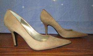 Nine West Beige  Tan Women's Pointed Heel Pumps Size 8 1/2M Sued Leather Upper