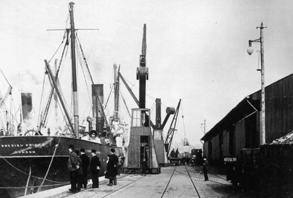 Mass traffic into Salford Docks 1914
