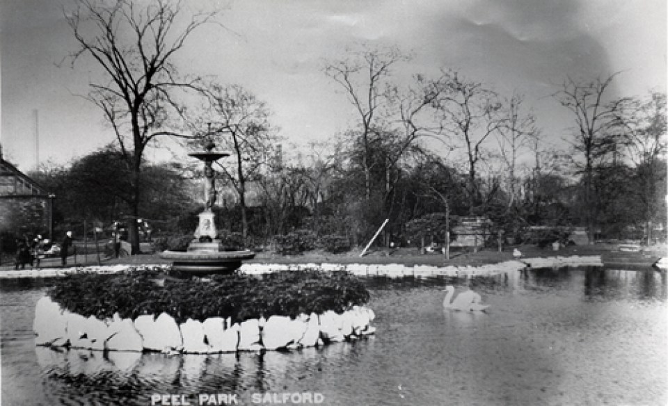 The lake at Peel Park © Salford.Photos