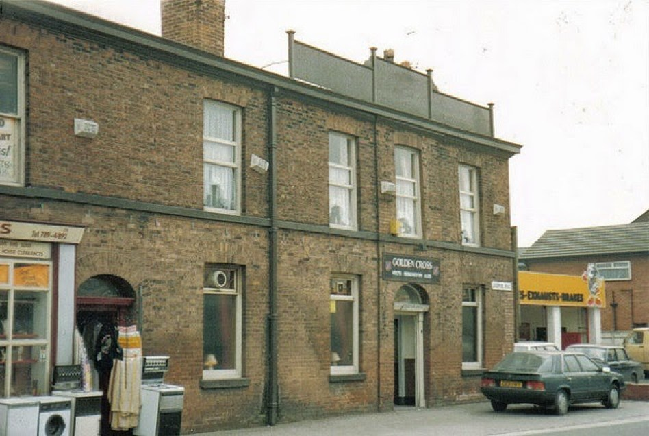 The Golden Cross, Patricroft - By Deltrems via Flickr