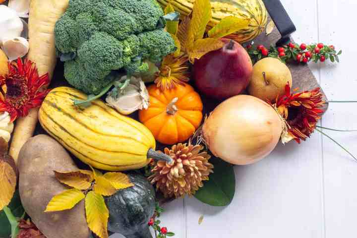 A platter of fall fruit and veggies.
