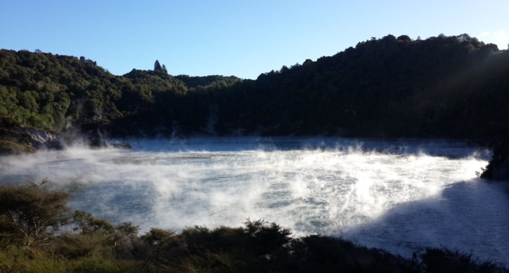 Lago de agua caliente más grande del mundo