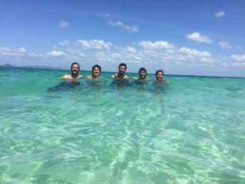 En el agua transparente