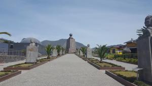 Monumento mitad del mundo, Quito