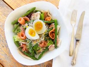Salade gerookte zalm met asperges