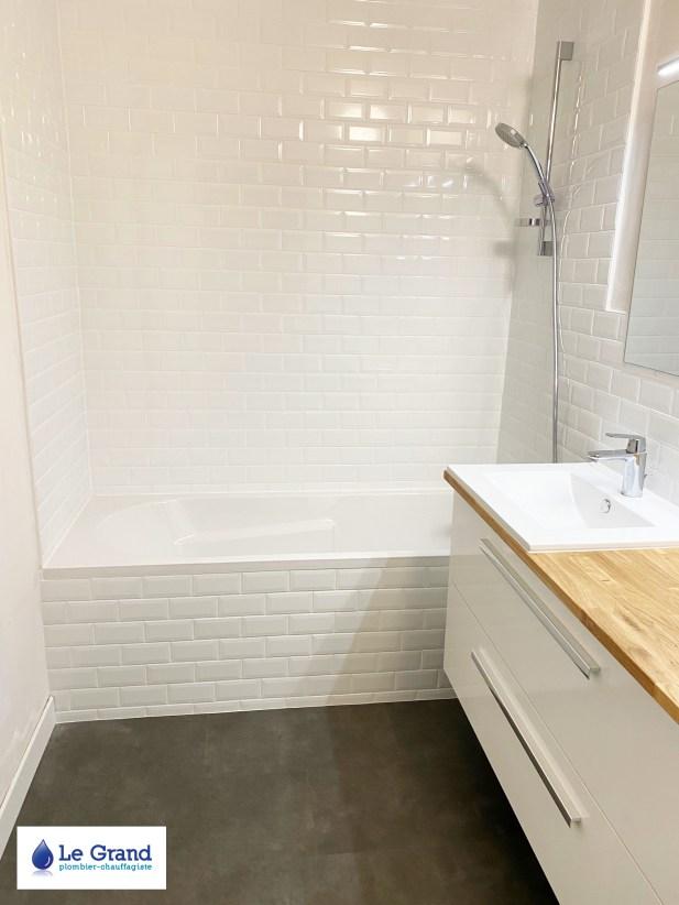 salle-de-bains-le-grand-rennes-metro-plan-de-travail-sur-mesure-meuble-salle-de-bains-bois-sol-lvt-forbo (3)