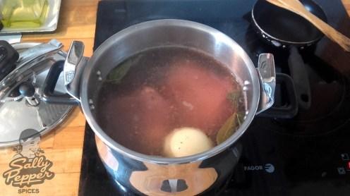 Cocer los codillos media hora en la olla exprés