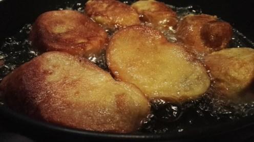Freír las torrijas en aceite