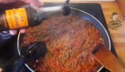 Añadir la salsa Worcestershire.