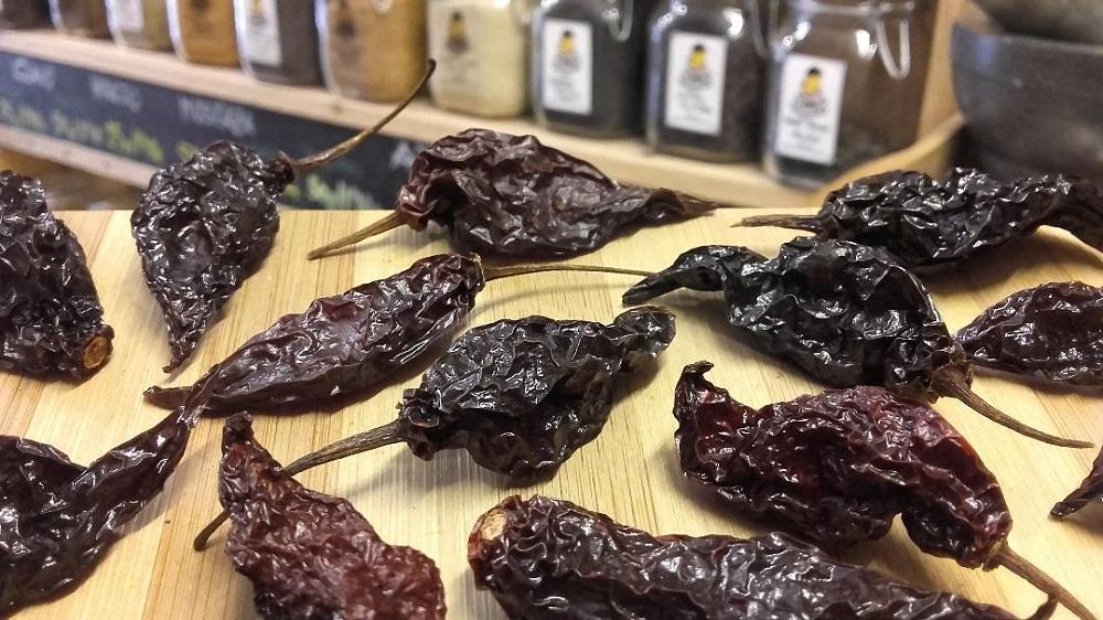 Sally Pepper-Spices-Tienda-Especias-salsas-chiles-Madrid-chile-seco-habanero-ahumado-1000 x 562