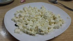 Sally Pepper-Spices-Tienda-Especias-salsas picantes-chiles-cestanavidad-Madrid-Receta-Tirocafteri-crema de queso-picante-Desmenuzar-queso feta-#cestanavidad-1080 x 608