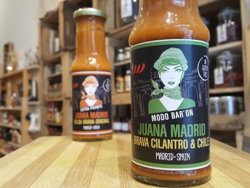 Sally Pepper-Spices-Tienda-Especias-salsas picantes-chiles-Madrid-Juana Madrid-salsa-brava-cilantro-y-chile-1000 x 700