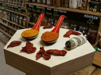 Especias para crema de calabaza picante con naga morich: curry rojo,cúrcuma,atadillo y naga morich