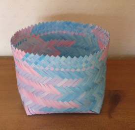 Twilled plaited paper basket