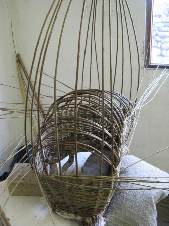 beginning to form base of 'boat' or 'pouch' basket