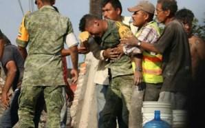 Sufre y llora soldado tras rescatar los restos de una…