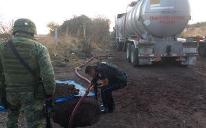 CLAUSURAN TOMA CLANDESTINA Y ASEGURAN CAMIONES ABANDONADOS