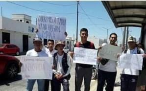 ALUMNOS DEL CETIS 62 PROTESTAN EN APOYO A MAESTRA DESPEDIDA…