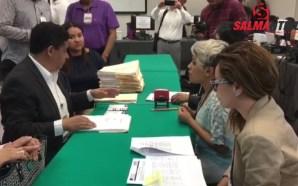 Entrega Tomás Gutiérrez formalmente documentos para su registro ante el…