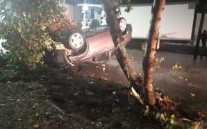 Una persona lesionada y daños materiales en volcadura de vehículo…