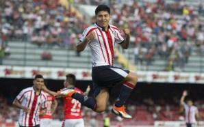 Doblete de 'Chofis' da primera victoria a Chivas