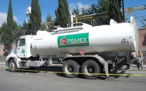 Grupo armado roba pipa de Pemex en la carretera Celaya-Juventino…