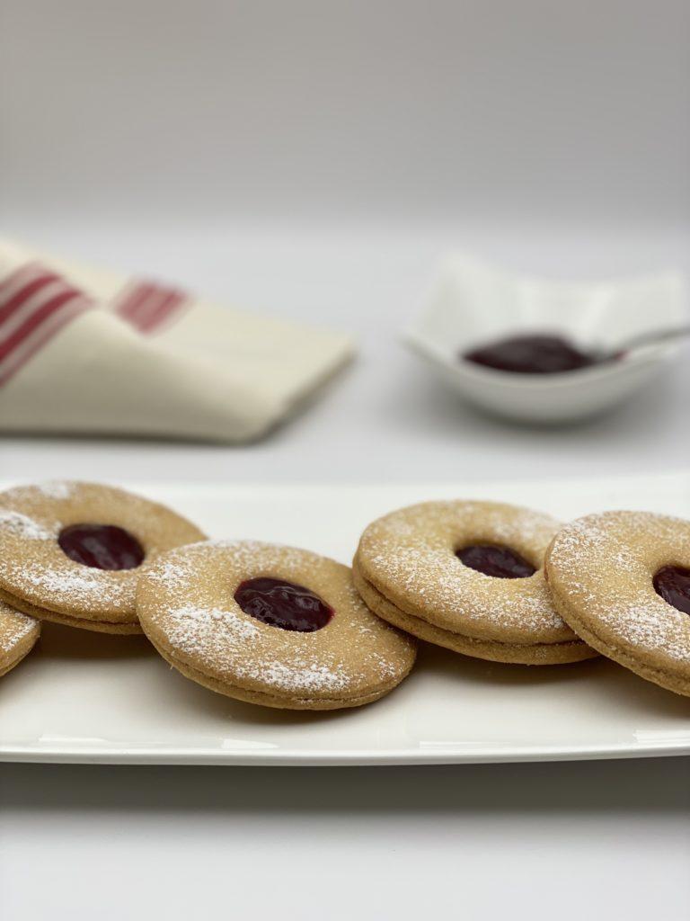Bilde av Shortbread cookie med bringebærsyltetøy for å få flere visninger i google