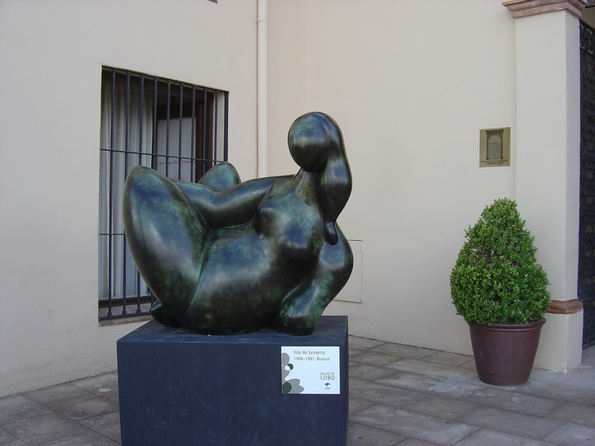 A very Henry Moore like bronze statue down town Ronda
