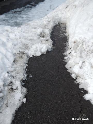 坂道の雪割り