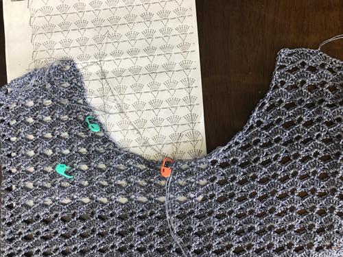 かぎ針編み襟ぐりの割り