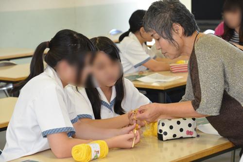 編み物体験 明誠高校中学