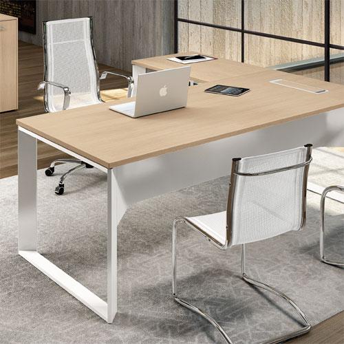 Negli anni, lo stile dei mobili per ufficio si è modificato e, come avviene per tutti i prodotti, le case produttrici hanno cambiato frequentemente il design per creare scrivanie sempre al passo con i tempi. Scrivanie Ufficio Moderne Consigli Per L Acquisto Linekit