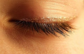 EyelidAndGlitter